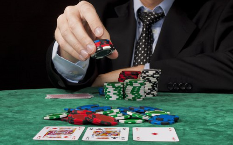 Стратегия покера с Эдом Миллером: теллсы бет-сайзинга