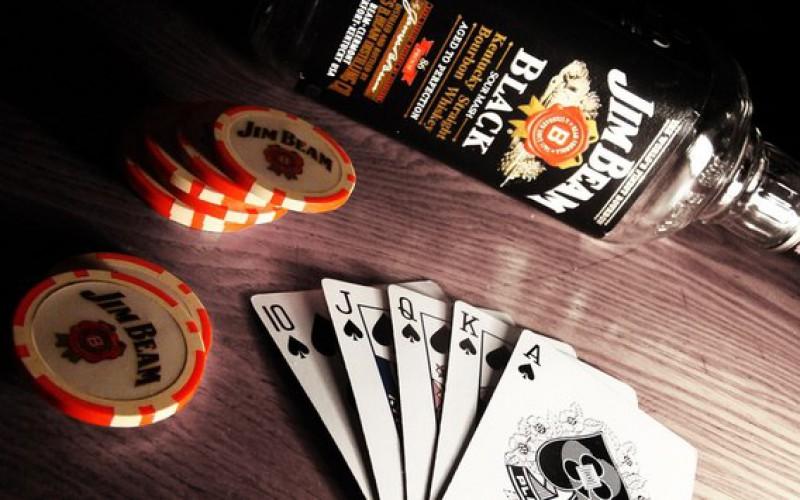 Является чрезмерное употребление алкоголя и наркотиков проблемой покерного мира?