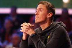 Футболист обыграл в покер певицу