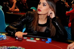 Ещё одна красотка в покере