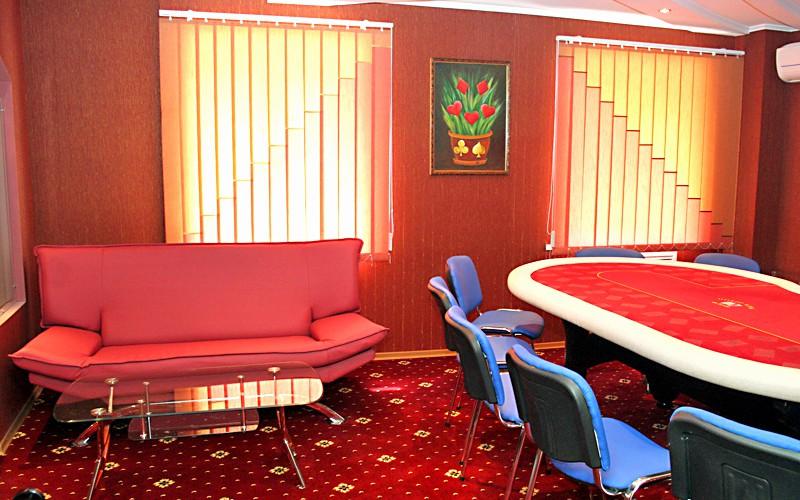 В центре Москвы закрыли подпольный покерный клуб
