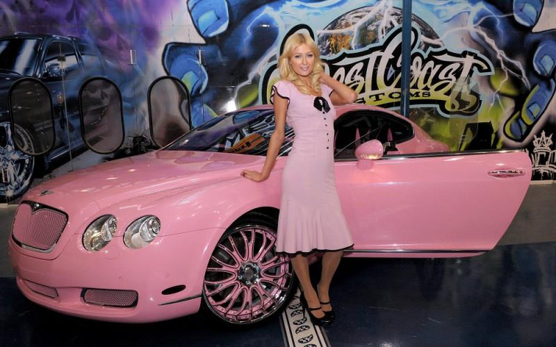 Пэрис Хилтон проиграла Bentley в покер